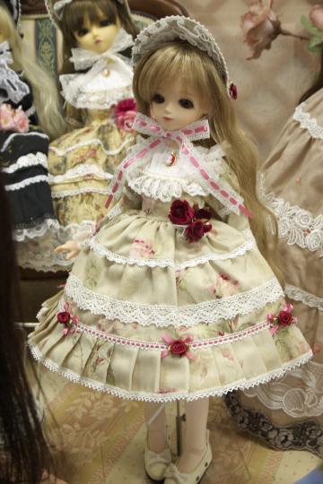 P1050982_dollshow33_edited-1.jpg